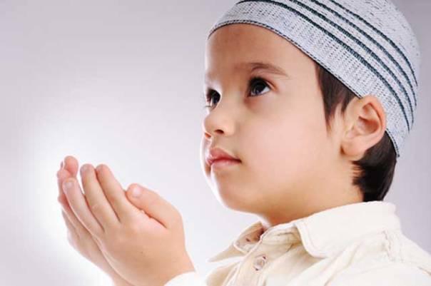 Muslim Kid pray to Allah